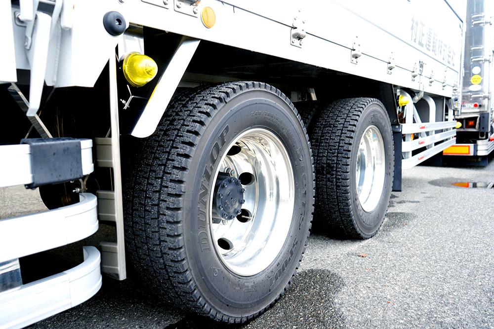 大型トラックタイヤ