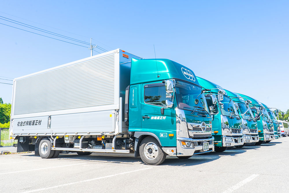 製品出荷のトラック輸送
